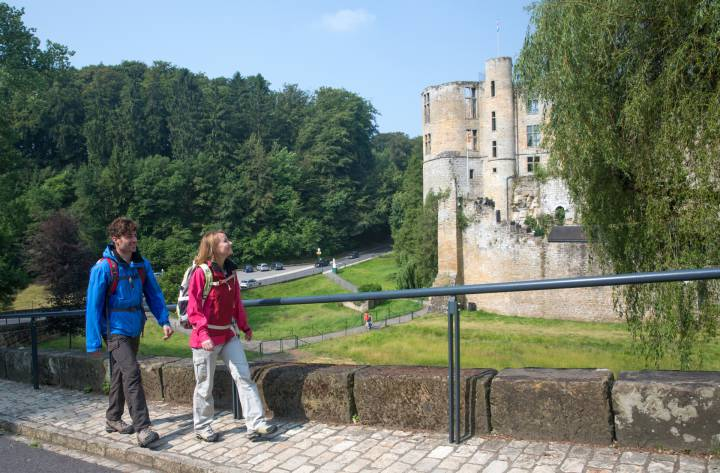 Hikers in front of a castle